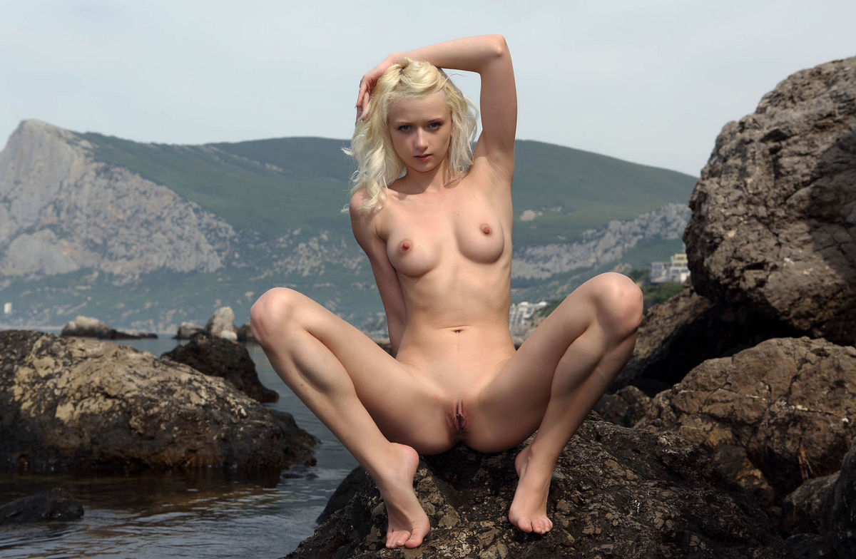 free google naked babes