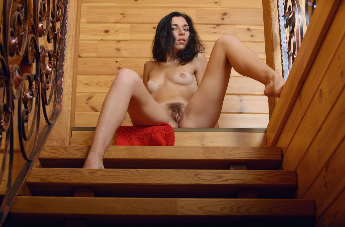 naked babes house moving