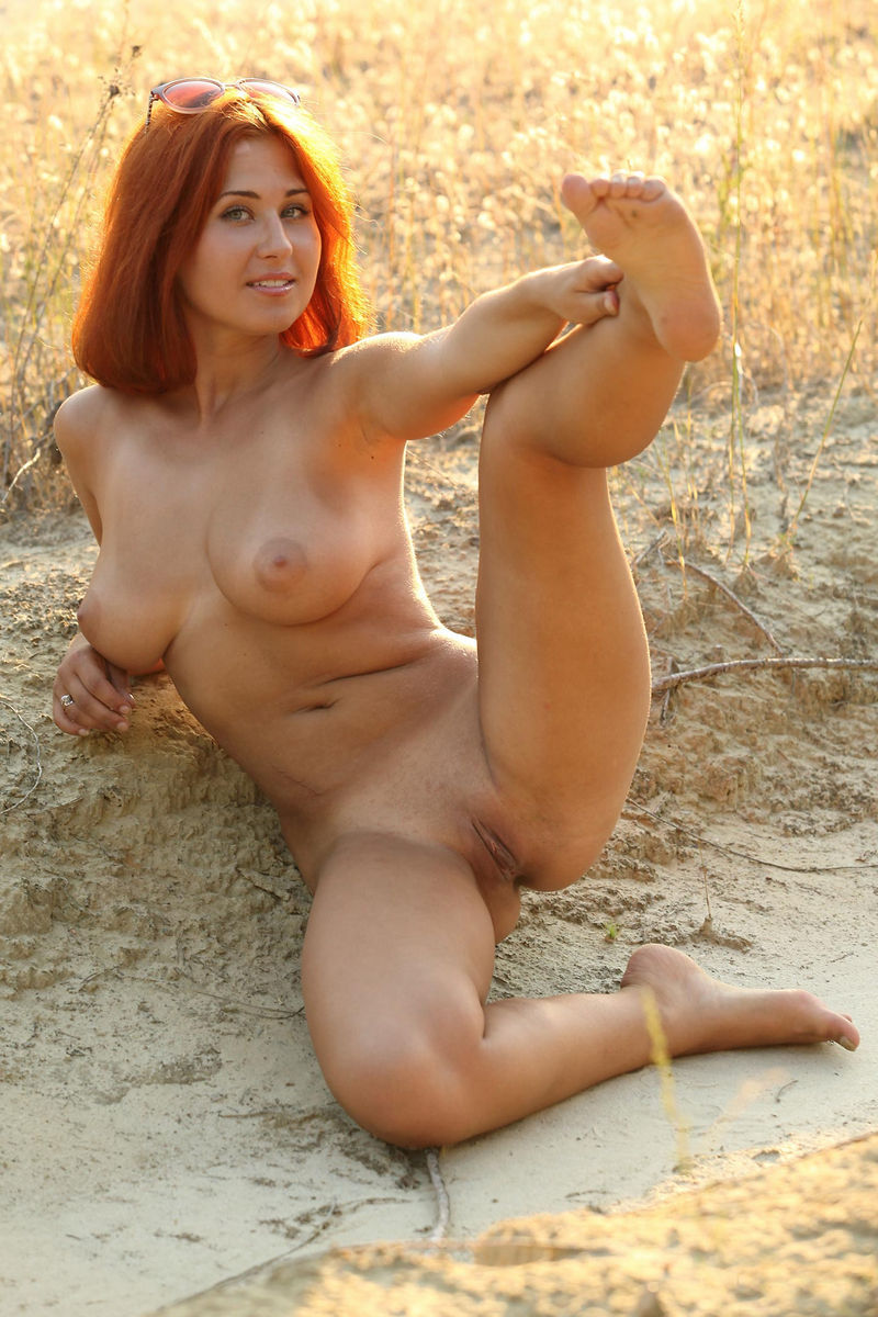 Hot Redhead With Really Gorgeous Body At Sunset  Russian -2874