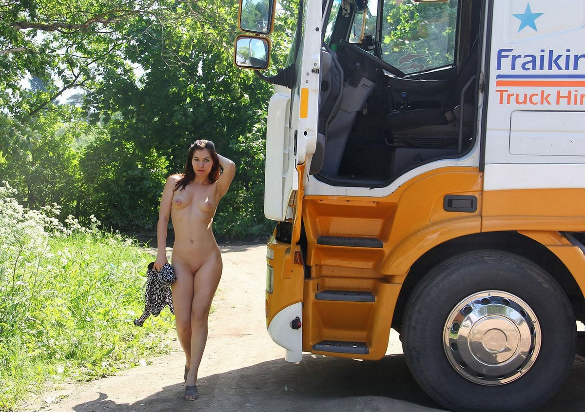 Naked Girls And Ford Trucks