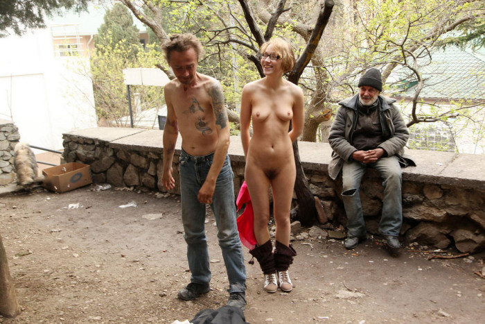 Russian Flasher Inna Posing Naked With Homeless  Russian -5545