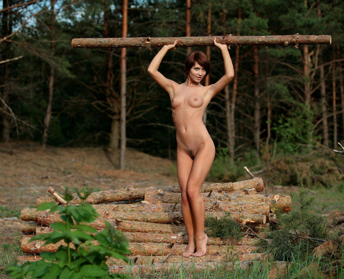 Sexy brunette with very beautiful body at forest — Russian ...