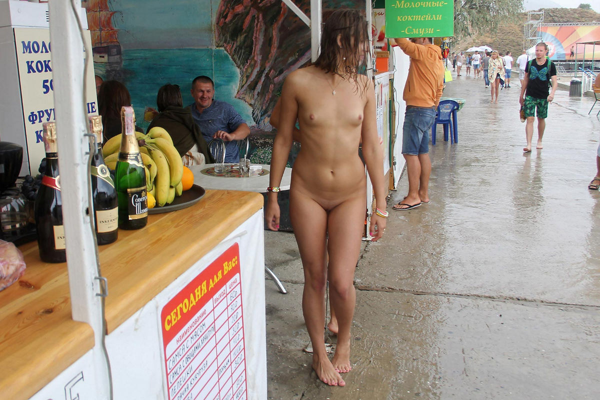 sexy girls nude in public
