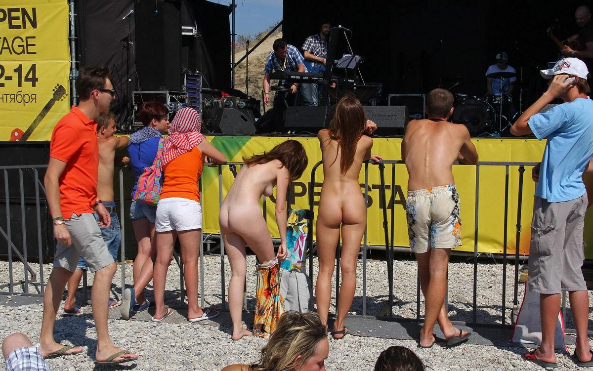 Hippie girl naked