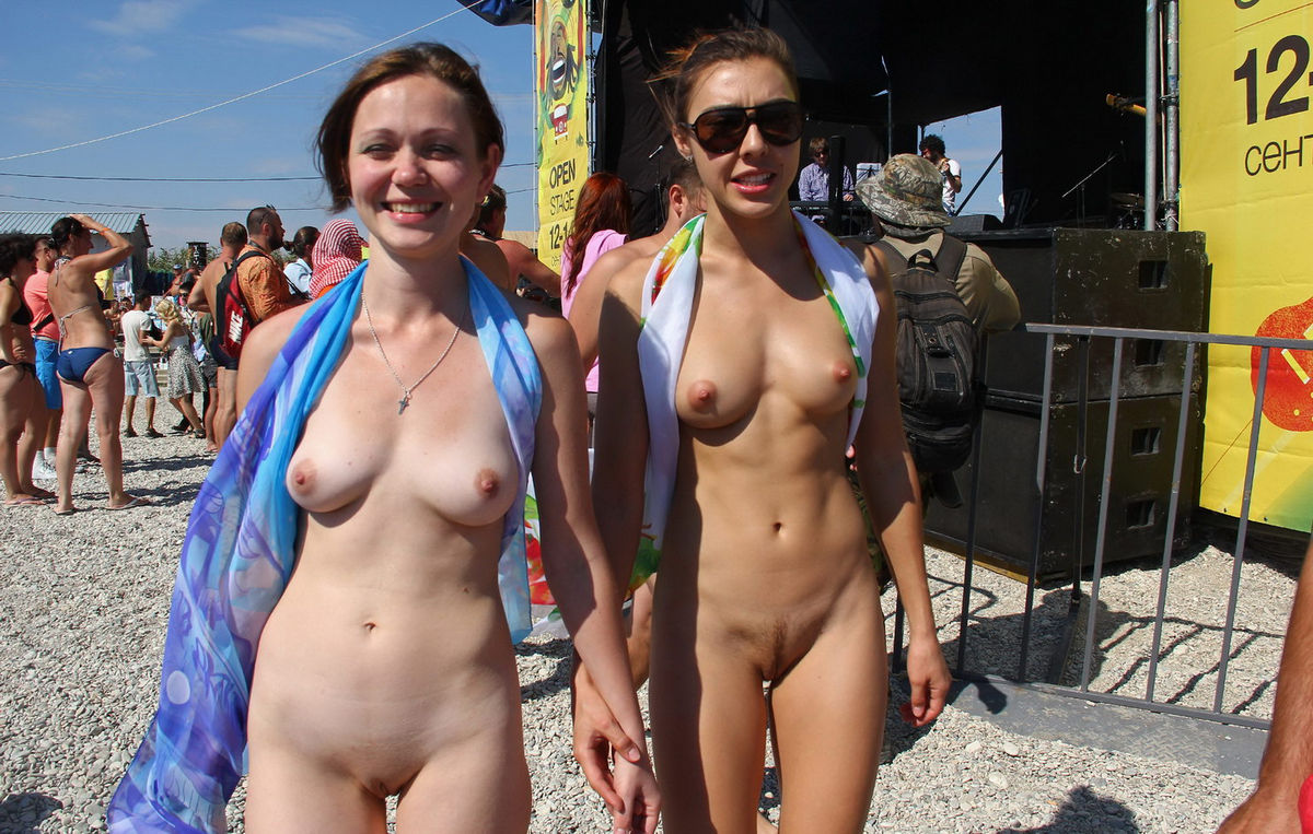 nude females at concerts