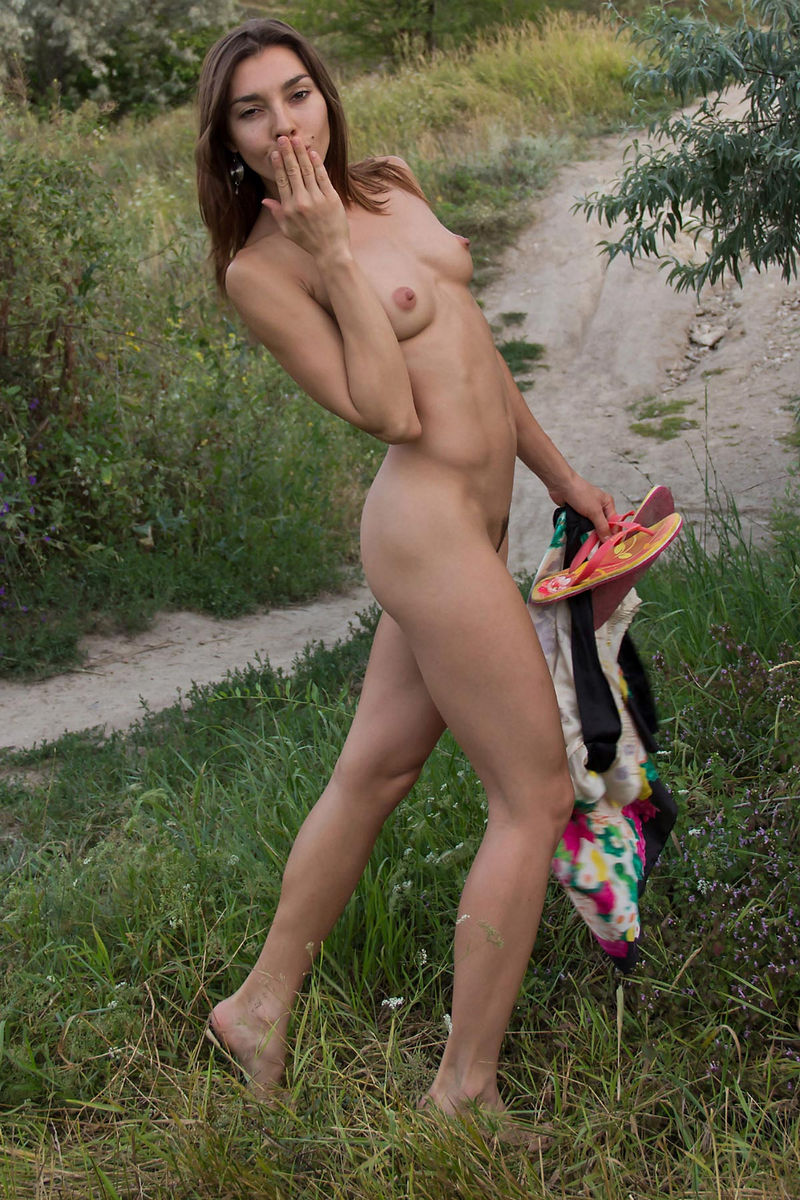 Hot Russian Teen With Sporty Body At Park  Russian Sexy Girls-9010