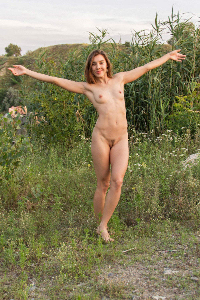 Naked Young Girl On A Mountain Slope  Russian Sexy Girls-7974