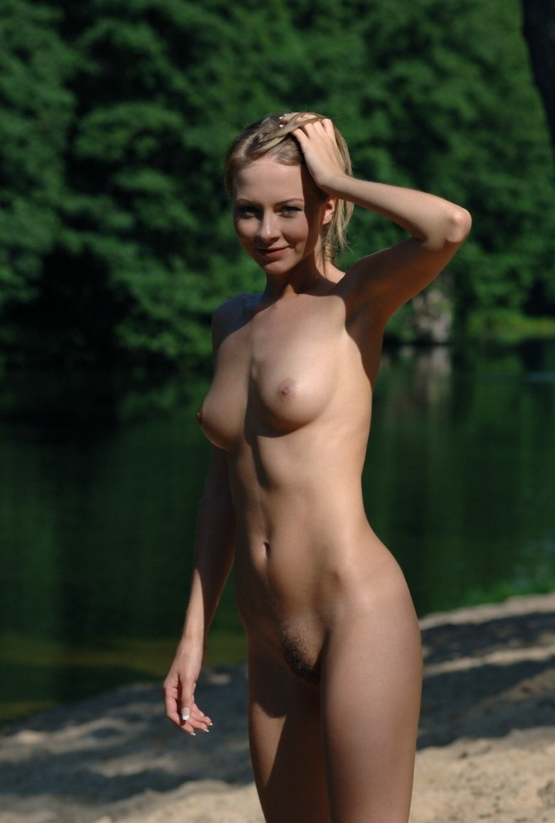 seriously hot naked girls