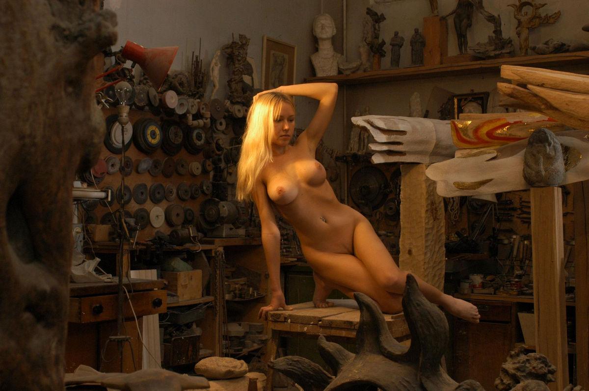 Сексуальный беспредел в мастерской, порно большие про красную шапочку