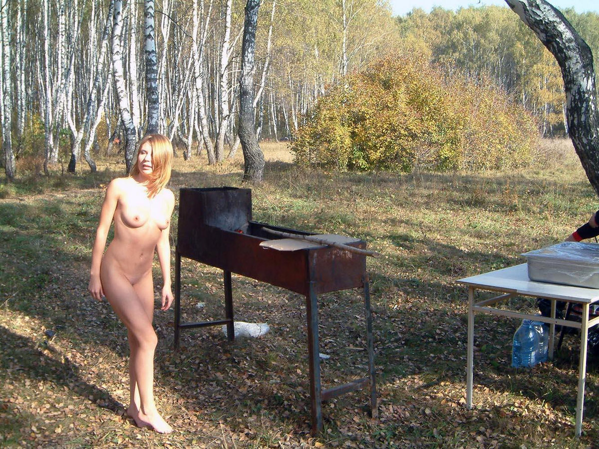 Sexy nude girls outdoors