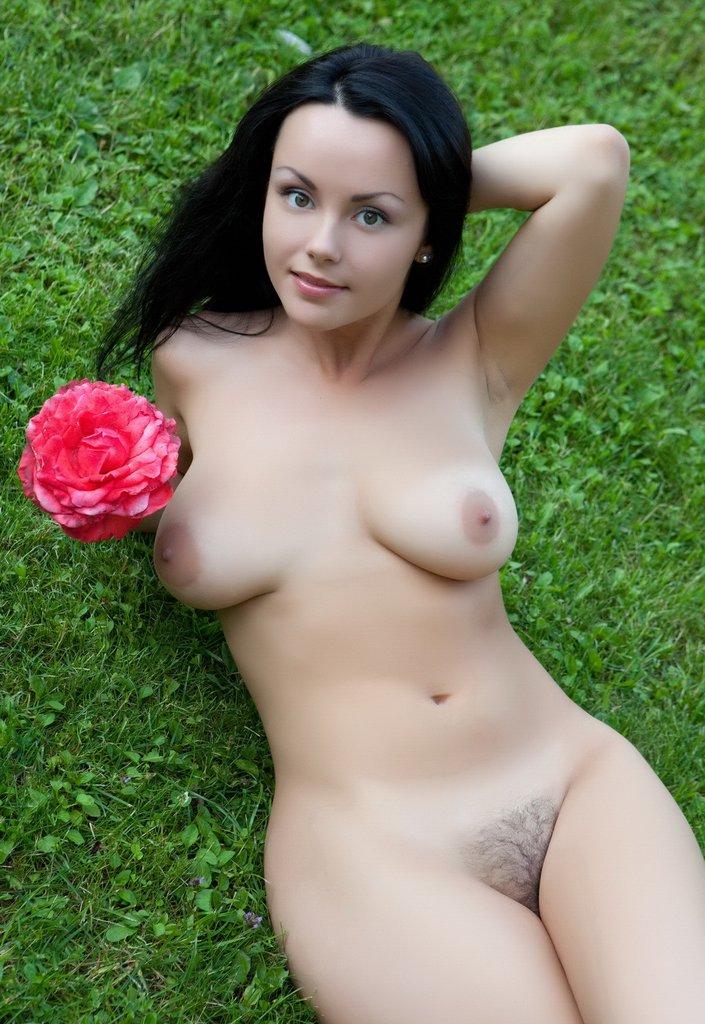 Curvy brunettes