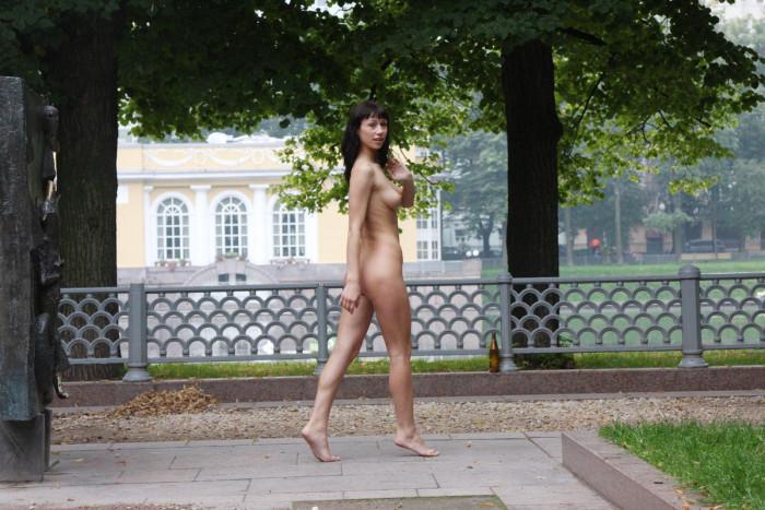 фото в парке голая