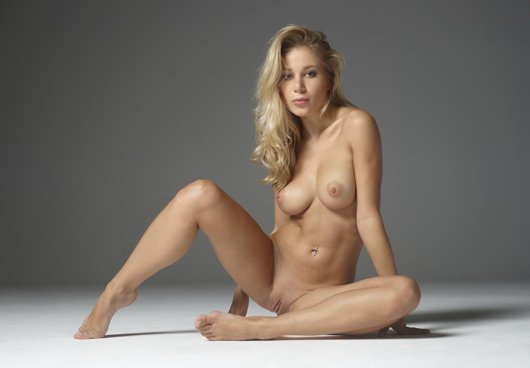 Beautiful blonde women pics