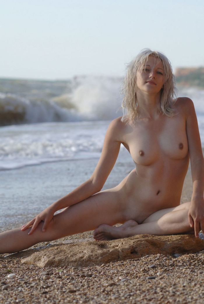 Blonde Mila I Takes A Swimsuit In A Stormy Sea  Russian -3036