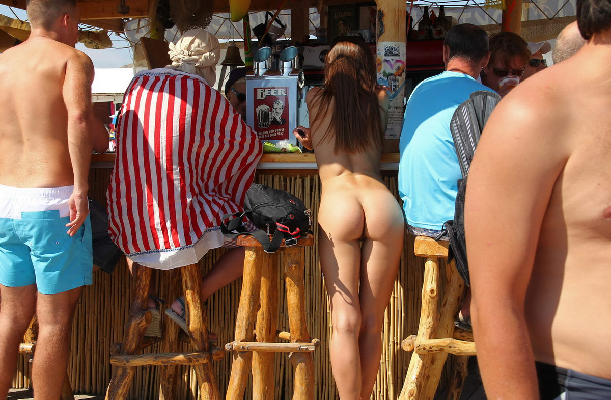 Hot Naked Girl At Very Public Non-Nude Beach  Russian -9099