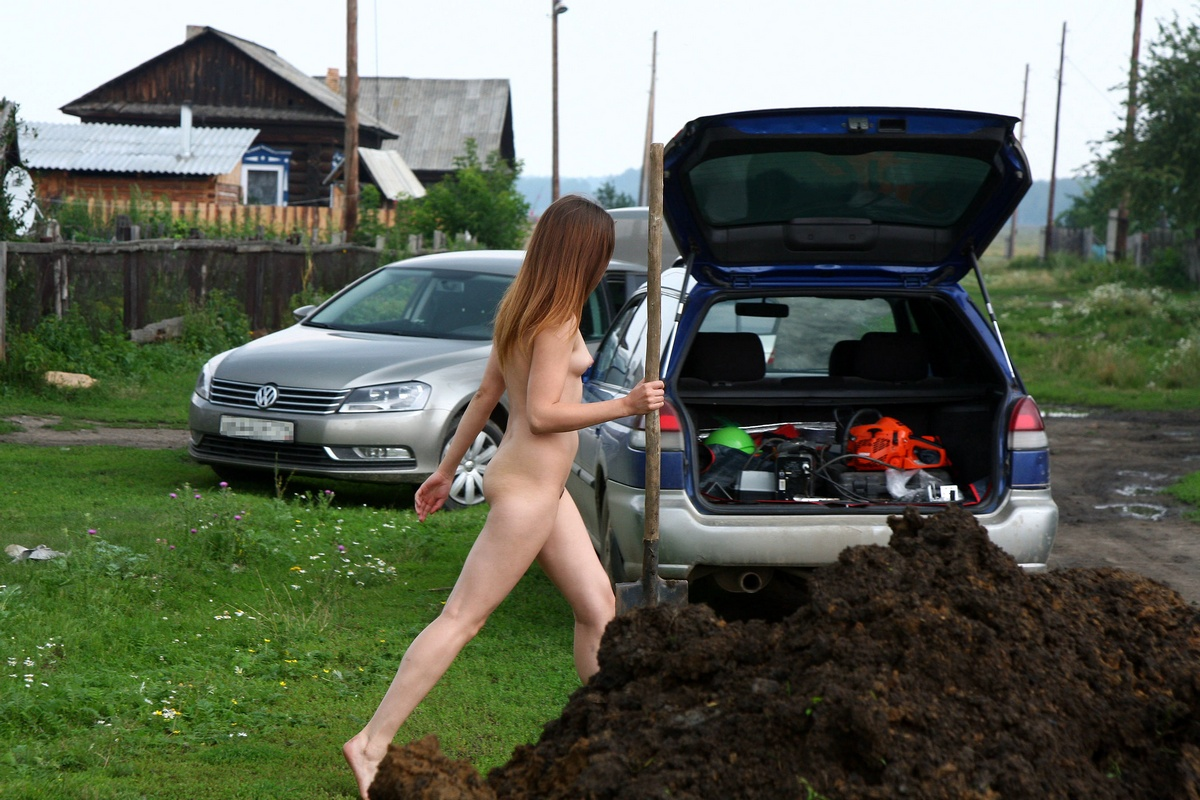 Naked Russian Teen Helps Workers Out Of Town  Russian -8375
