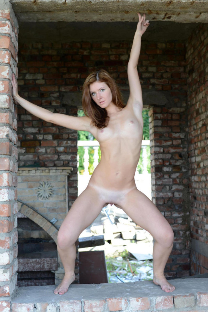 Redhead Lara E Shows Her Hot Body Outdoors  Russian Sexy -6094