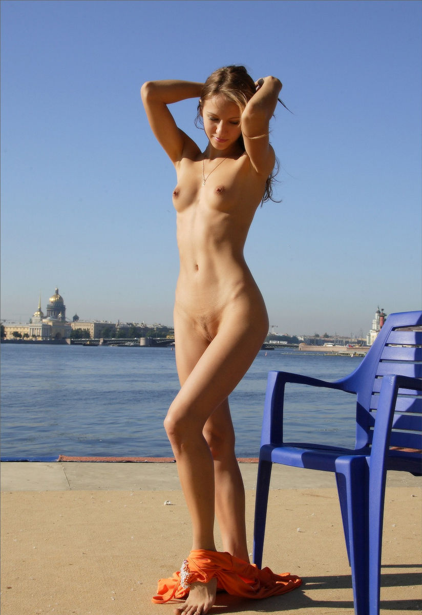 Naked Sunbathing At Morning City  Russian Sexy Girls-9341