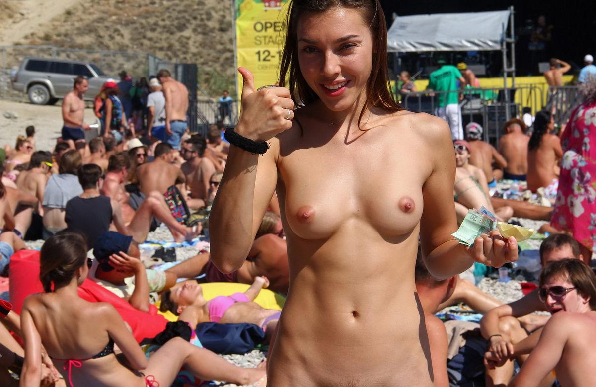 Hot women nude beach