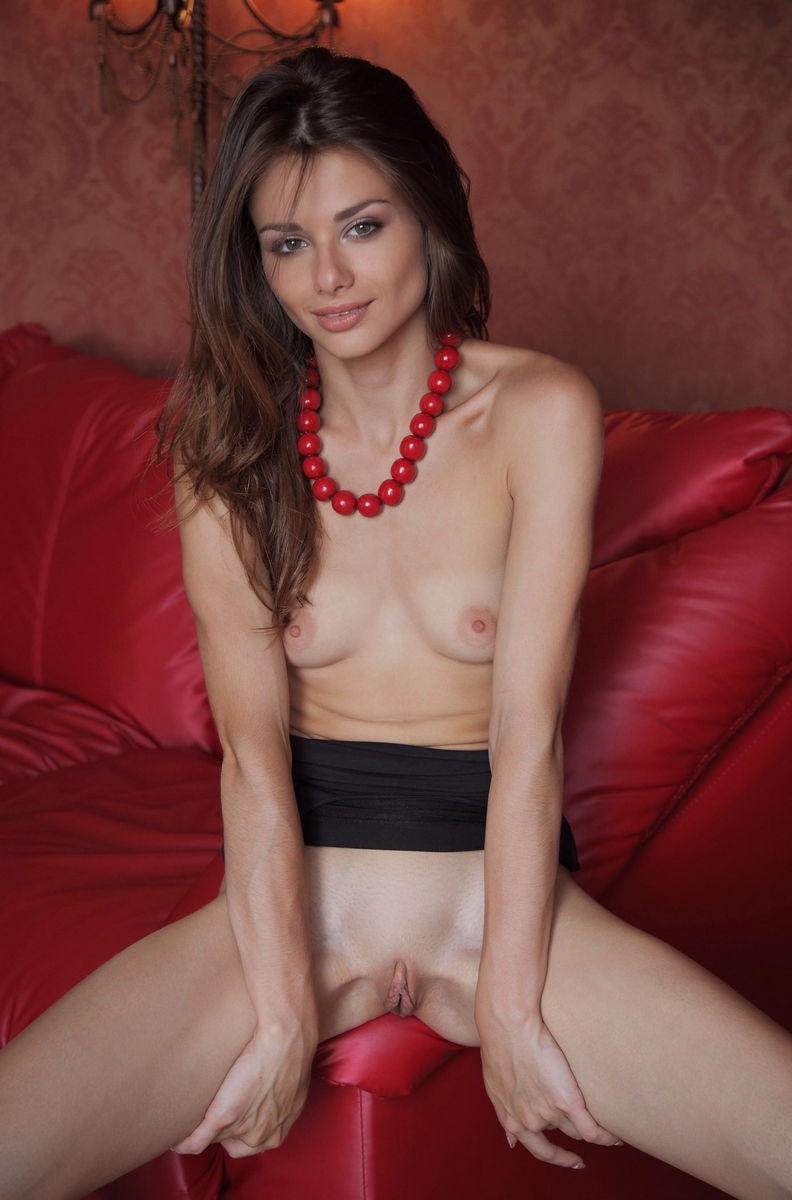 Sexy Loretta A Shows Her Ideal Big Pussy On Red Sofa -1233