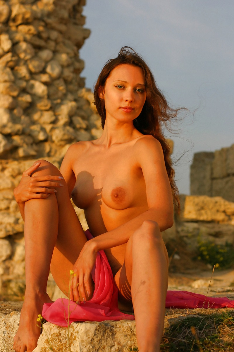 Russian Girl On The Ancient Ruins  Russian Sexy Girls-1101