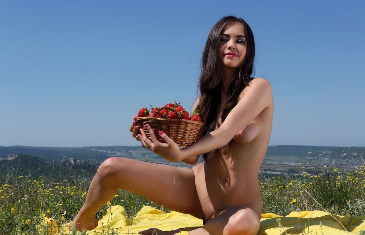 Клубничка голые девки — img 11