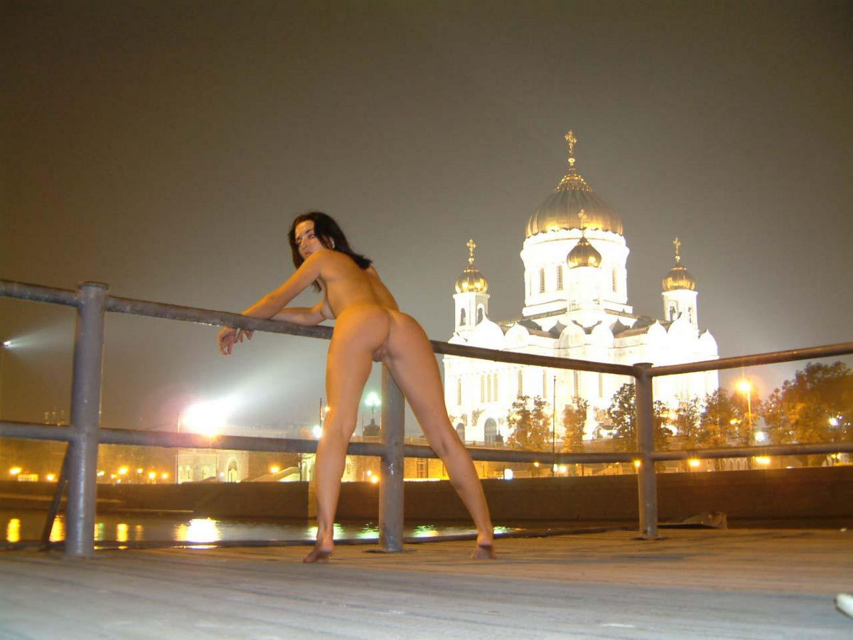 Naked Brunette At Moscow Summer Night  Russian Sexy Girls-3214