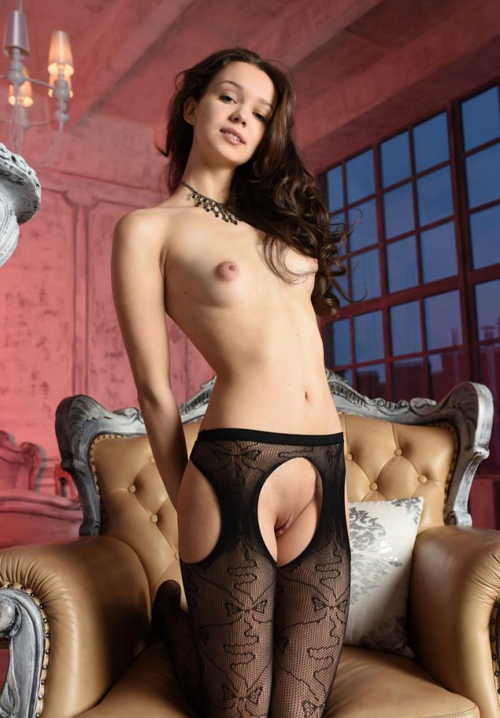 Teen Starlet In Super-Sexy Black Dress  Russian Sexy Girls-5560