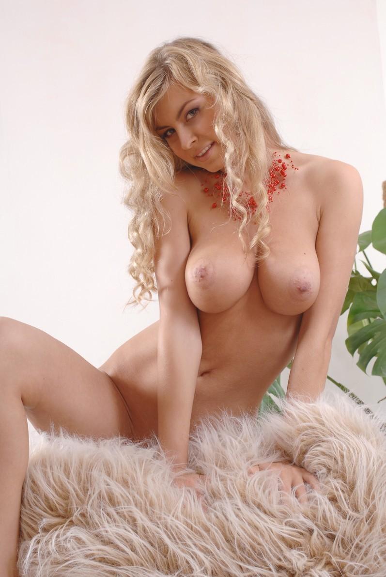 Blonde otngagged wanking big booty