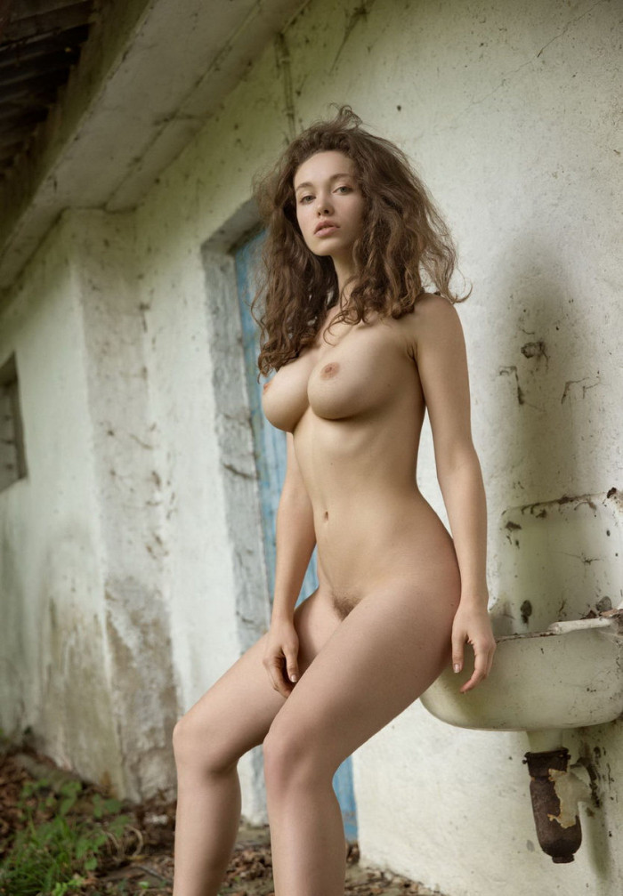 Goddess With Realy Perfect Body At An Old House  Russian -8901