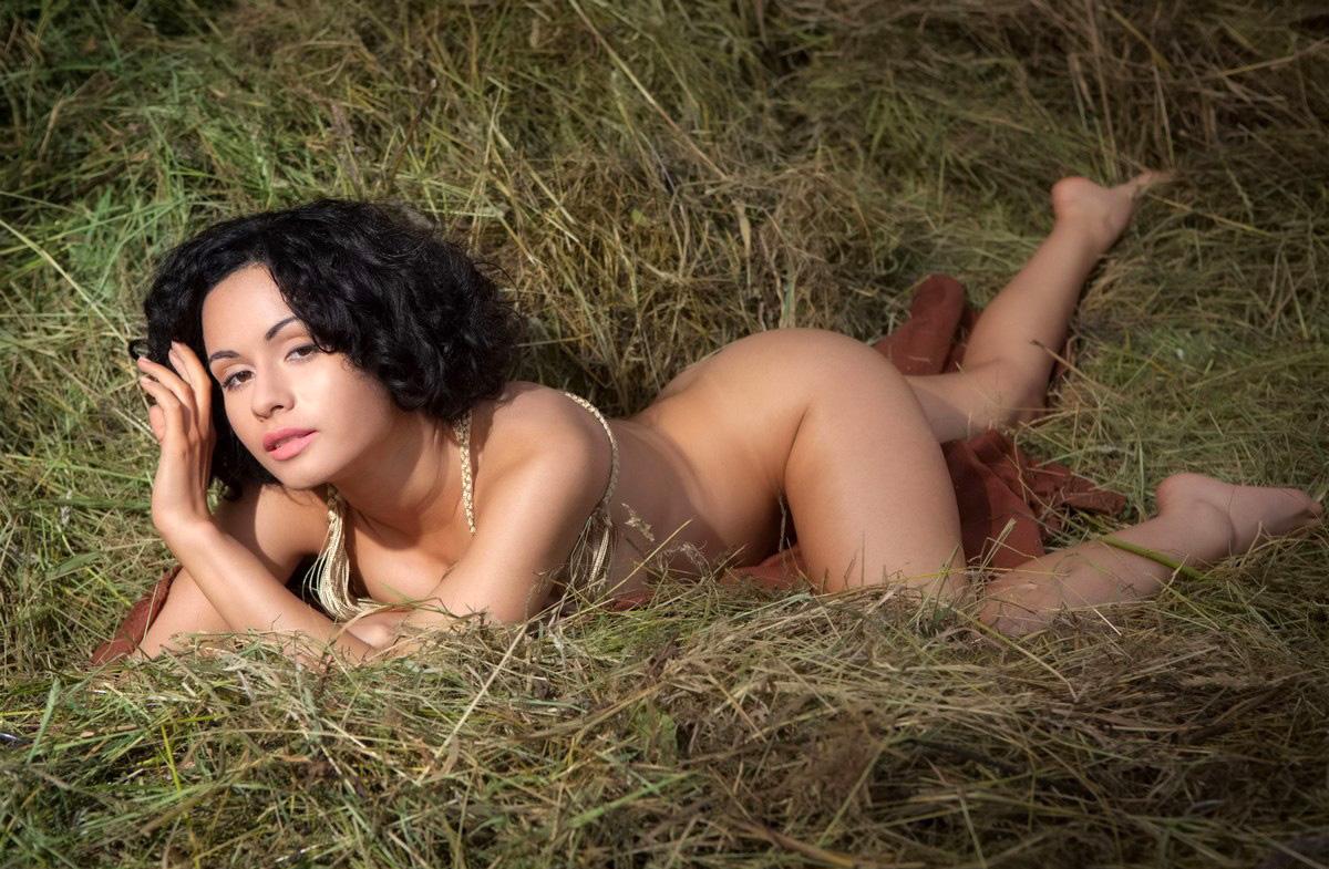 Фото эротические он и она на сеновале, Голые на сеновале » Эротика фото голых девушек на 22 фотография