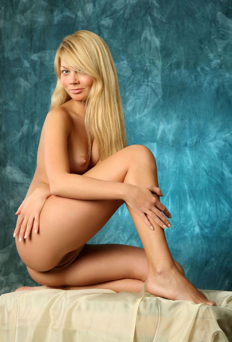 Sexy petite blonde
