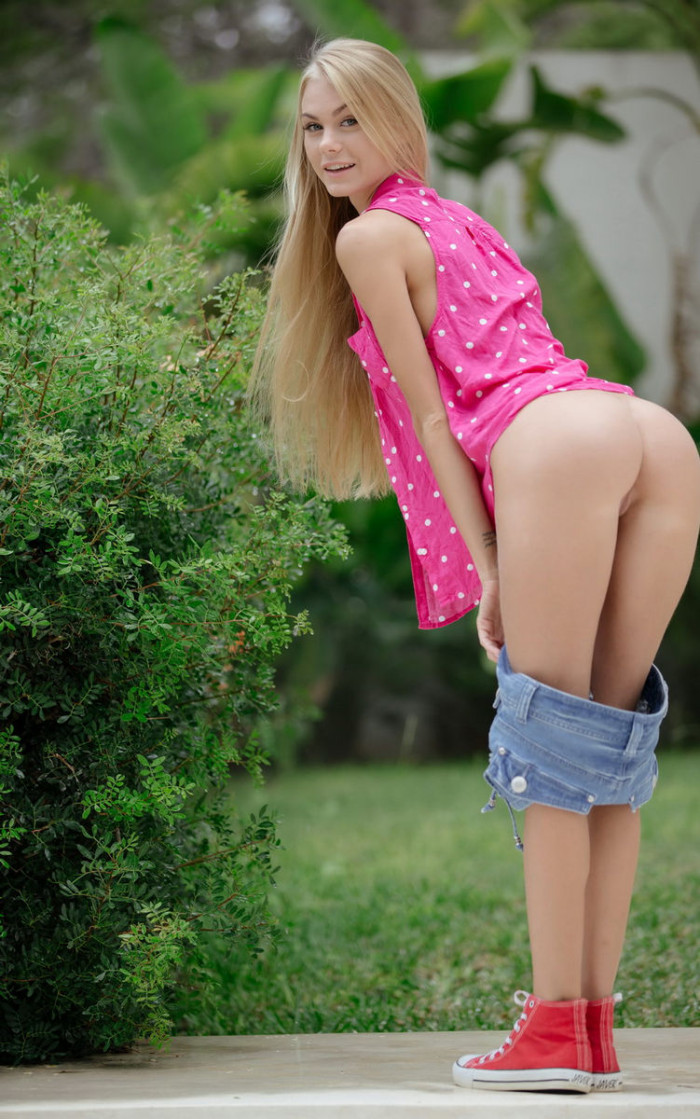 Blonde Nancy A With Sexy Smile And Really Good Sporty Body -5229