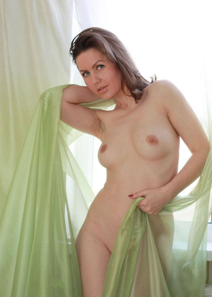 Amateur russian girl with green eyes and hot body