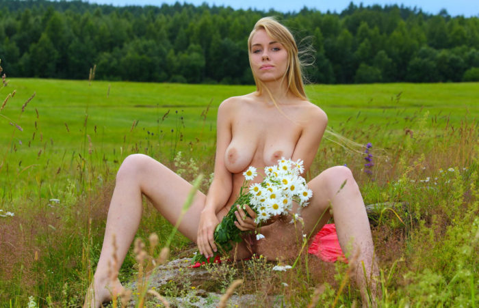 Blonde removes dress to show hairy pussy in the field