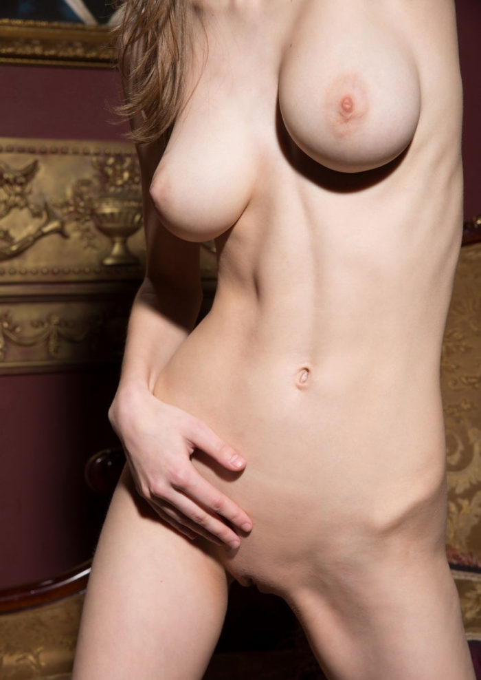 Wide hips narrow waist nude