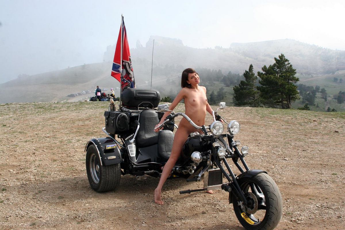 Agree with Nude girl posing on motorcycle