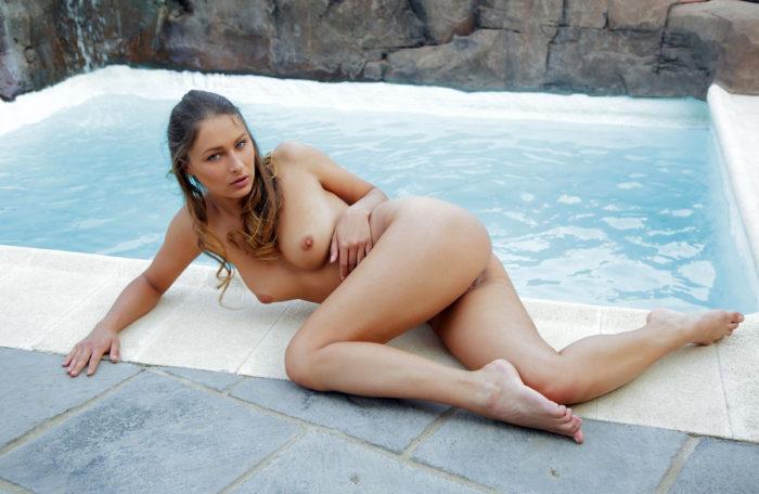 Bare doll Yarina A at pool