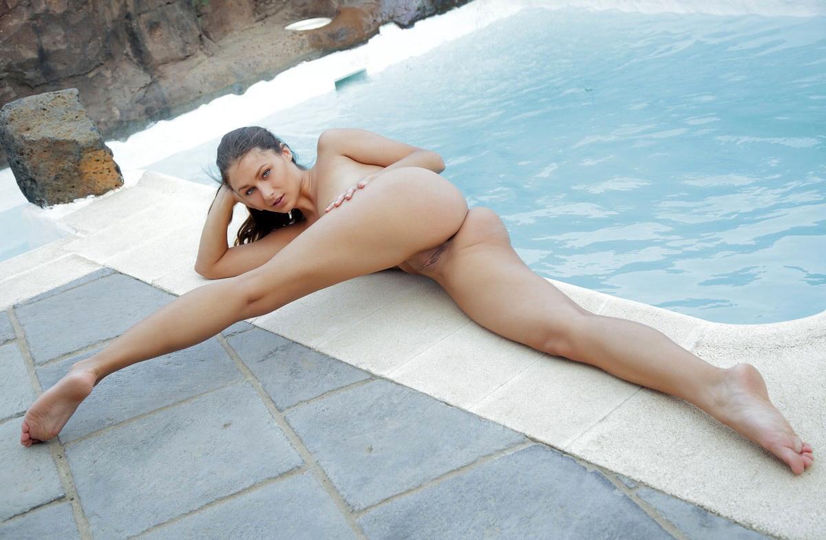 Bare Doll Yarina A At Pool  Russian Sexy Girls-9513