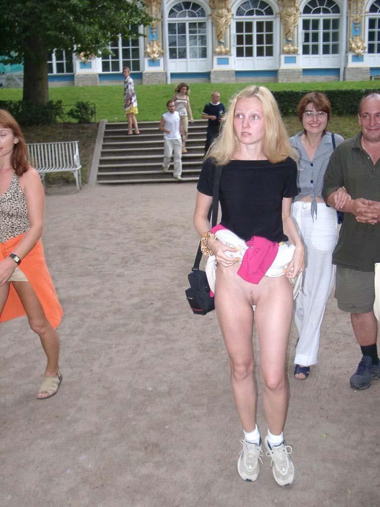 Crazy Russian Amateur Exhibitionist Flashes At Very Public -7585