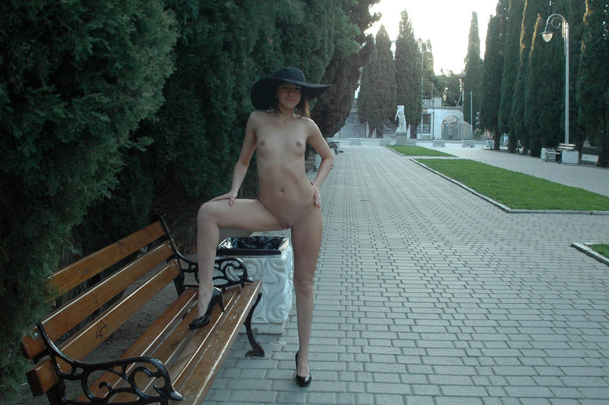 Naked Calla A in a big hat in the alley   Russian Sexy Girls