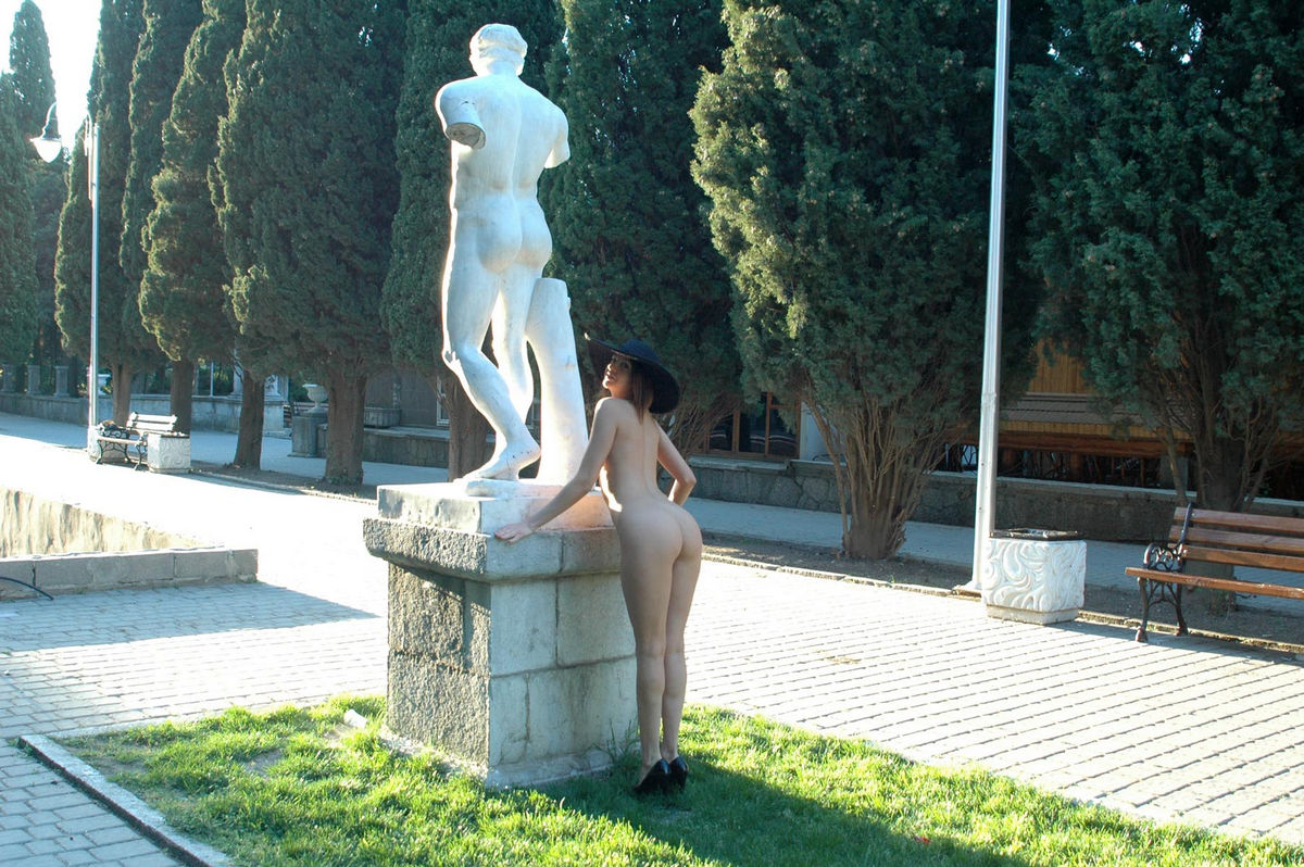 Naked Calla A in a big hat in the alley | Russian Sexy Girls