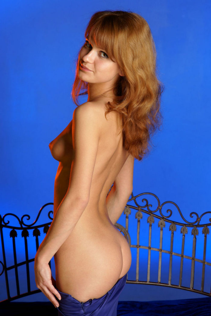 Russian amateur posing naked at blue studio