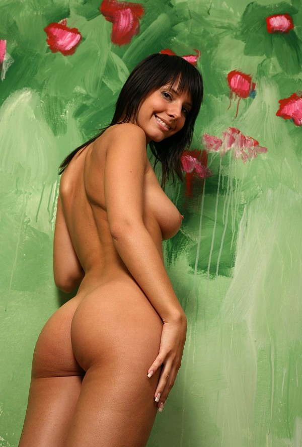 Russian amateur shows her naked tanned body with a smile