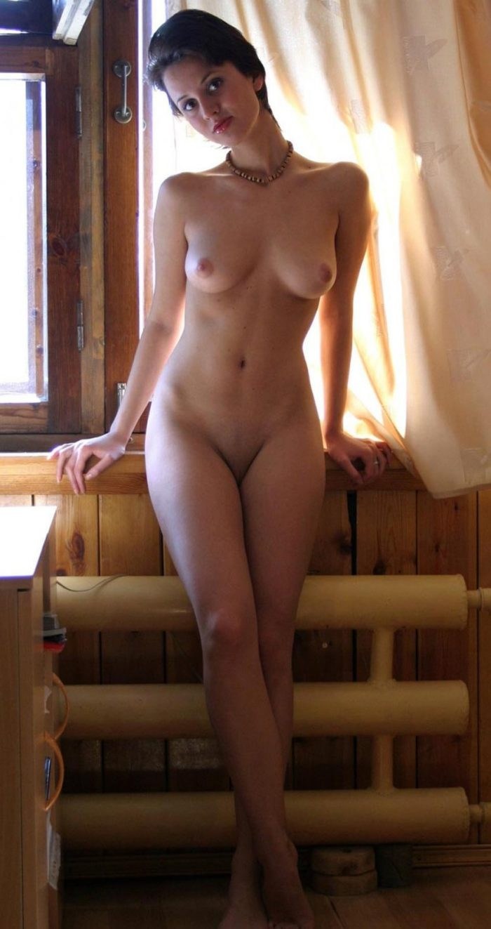 Short-haired amateur brunette with hot natural body