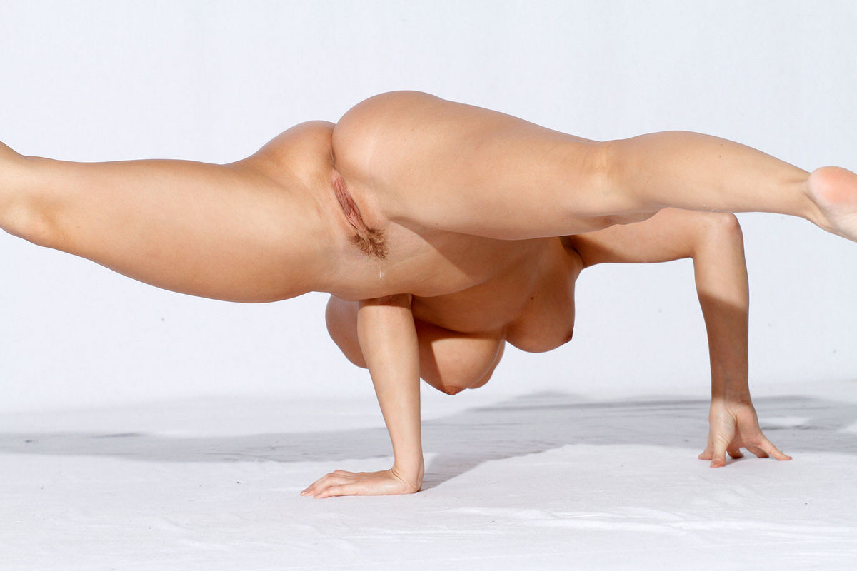 The fuck flexible pictures naked rub fuck