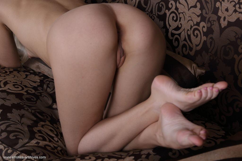 Elegant blonde Leonie shows off her naked, slender body