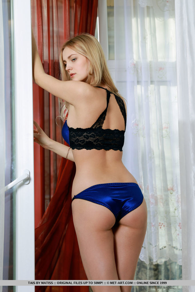 Garbed in royal blue matching lingerie that compliments the color of her eyes and accentuates her willowy body so perfectly, Tais is an alluring debutante that evokes class and romance.