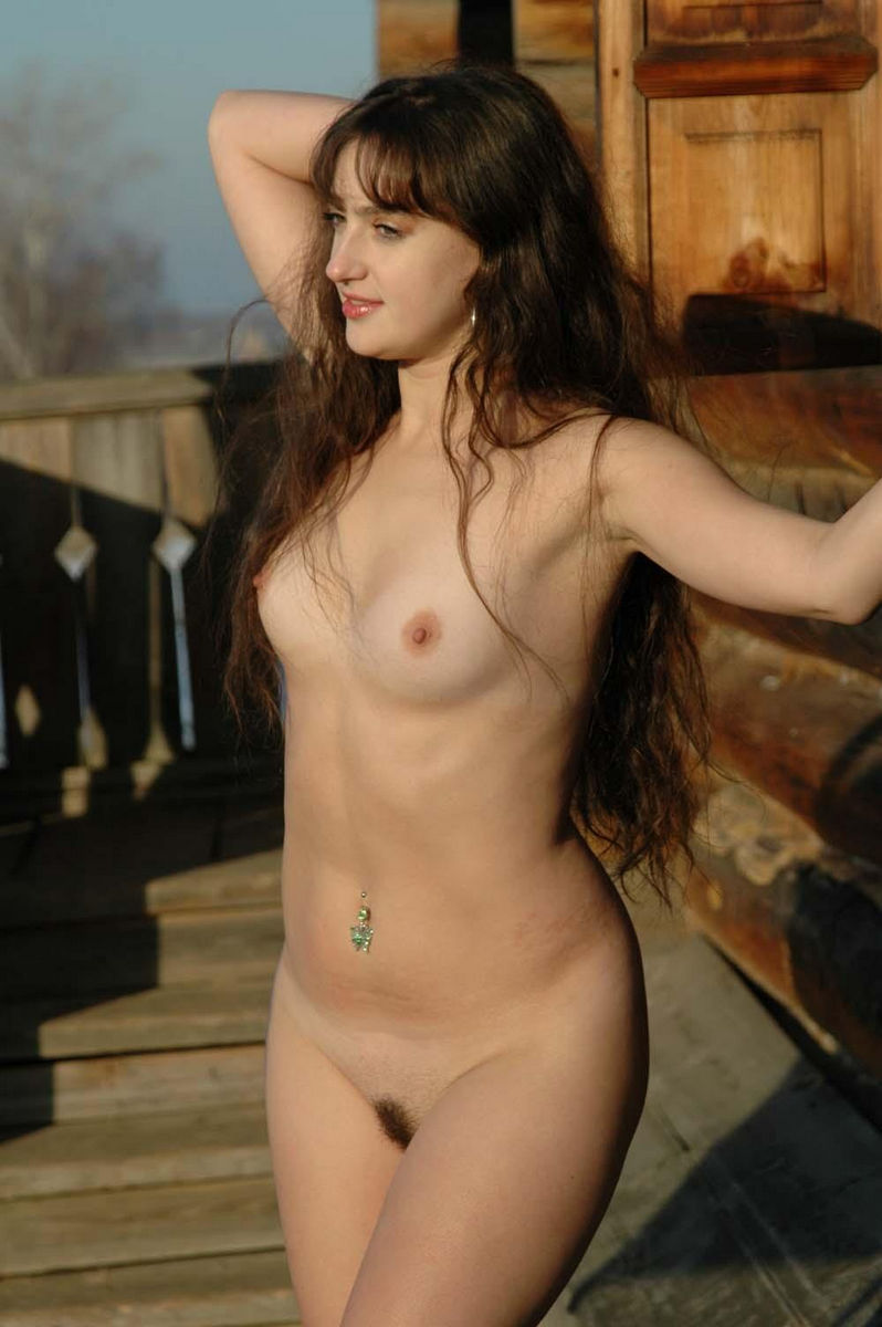 nude women in mansion