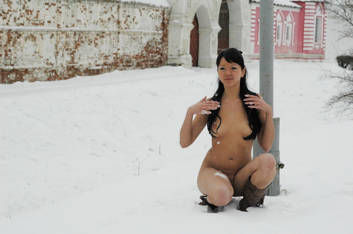 nude in snow video